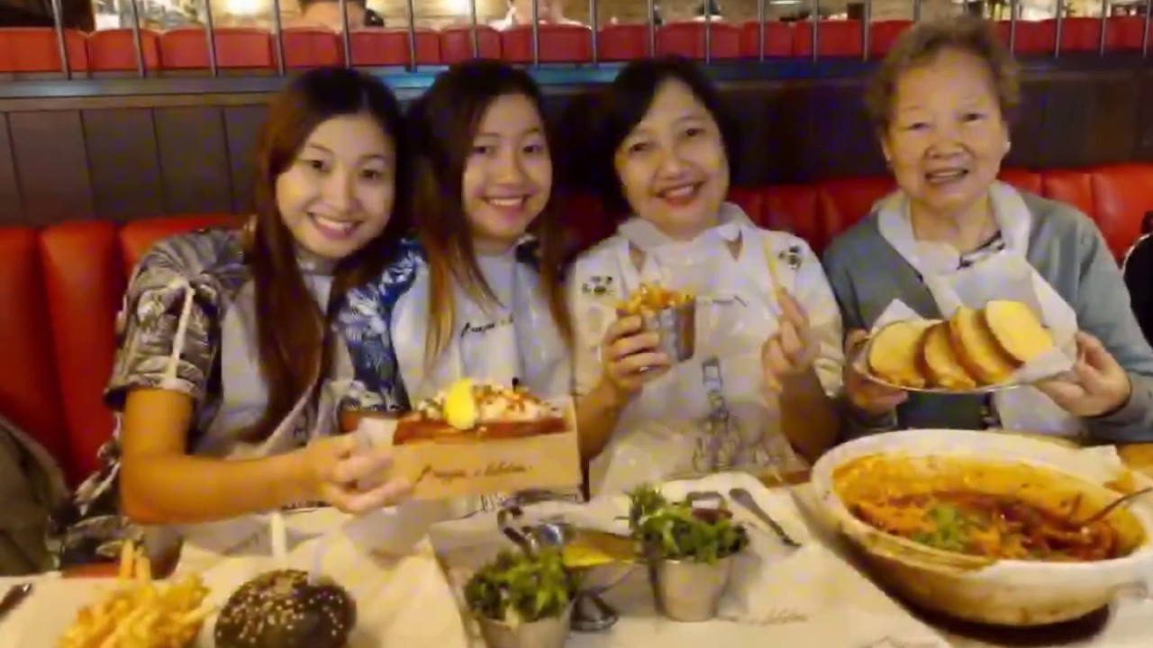 Burger & Lobster @ Resorts World Genting Highlands Malaysia featuring Chilli Lobster! - YouTube