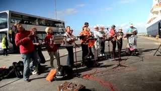 Ukelaliens Live at Portland Port