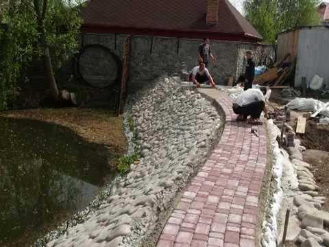 Укрепление берега пруда.