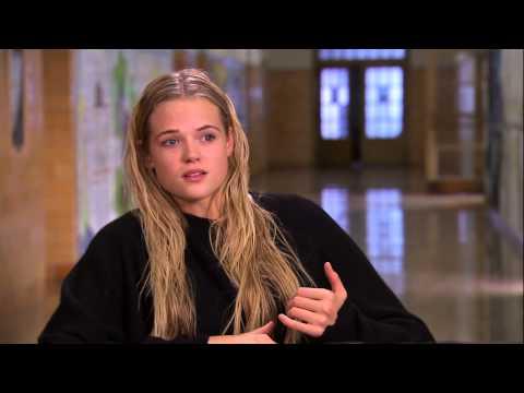 Carrie: Gabriella Wilde On Set Movie
