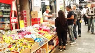 שוק מחנה ביום שישי בצהריים. וואו עמוס צבעוני מפיץ ריחות וטעים. ירושלים ישראל thumbnail