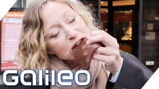 Diese Frau ernährt sich nur von rohem Fleisch - Warum? | Galileo | ProSieben