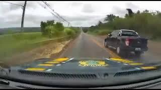 Após fuga e acidente, PRF recupera no Paraná caminhonete roubada em SP assista