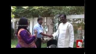 Vairamuthu meets Chinna Chinna Aasai Singer Minmini- Ananda Vikatan