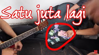 Video Pengamen ini Penerus Celoteh Iwan fals - Langsung Kena Sawer Rp.1.000.000 download MP3, 3GP, MP4, WEBM, AVI, FLV Juni 2018