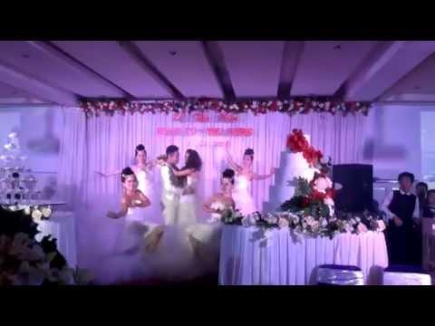 Cô dâu chú rể hát cực hay trong đám cưới