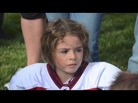 Sam Gordon - Girl football player fast and fun to watch! (Official)