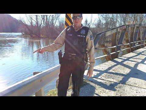 COPS stop by while Crappie Fishing. EP 37