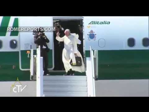 Pope Francis departs Bolivia, heads to Paraguay