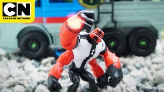 Ben 10   Four Arms Toy Crushes Hex   Cartoon Network