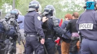 Charge policière envers les manifestants contre la Loi Travail à Tours le jeudi 26 mai 2016