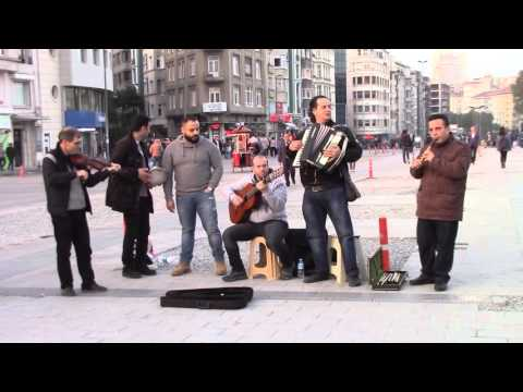 Syrian musicians interrupted by the police in Taksim square 12-nov-2015