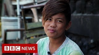Philippines:_The_boy_diving_for_plastic_-_BBC_News