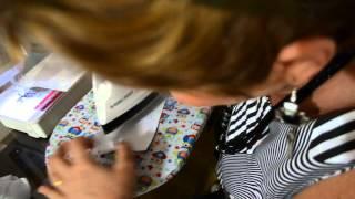 Colocando o colarinho simples na camisa