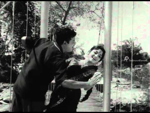Sumaithangi - Endhan Paarvayin song
