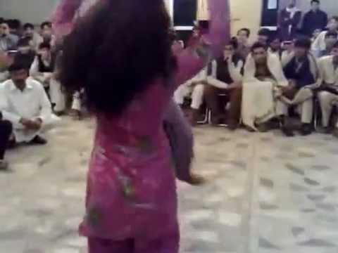 chikni kamar pe teri mera dil  pk couple dance