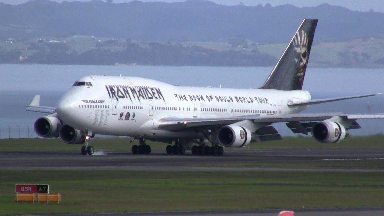 iron maiden 39 s ed force one boeing 747 400 landing at auckland airport youtube. Black Bedroom Furniture Sets. Home Design Ideas