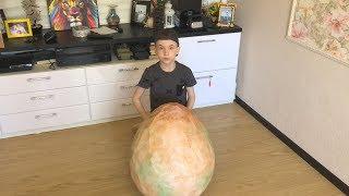 Open a huge dinosaur egg with surprises  breakout beasts 2  Открываем огромное яйцо динозавра с сюрп
