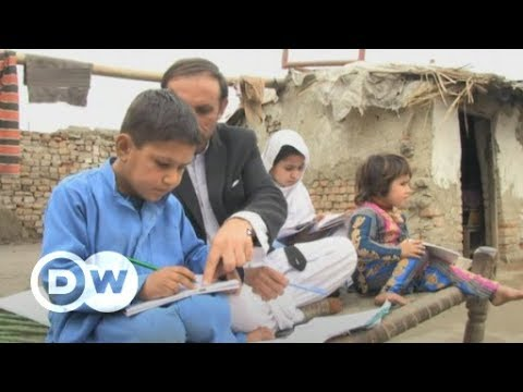 Afghan refugees in Pakistan face repatriation threat | DW News