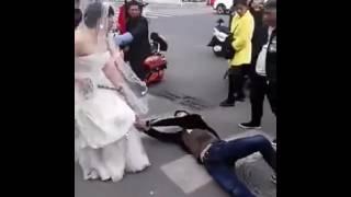Разгневанной невесте пришлось тащить жениха на свадьбу в цепях