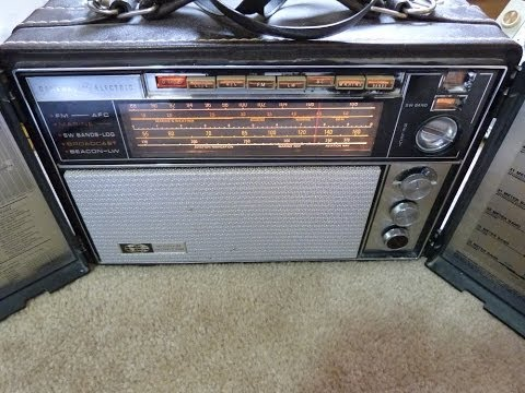 1967 GE World Monitor P2900A AM/FM/SW Radio (Made in USA)