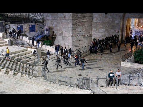 مواجهات بين فلسطينيين والشرطة الإسرائيلية بعد منع الوصول لأماكن تجمعات شهر رمضان في القدس  - نشر قبل 4 ساعة