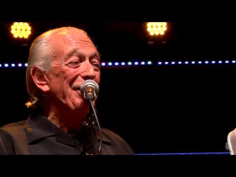 Charlie Musselwhite - 300 Miles To Go (eTown webisode #929)