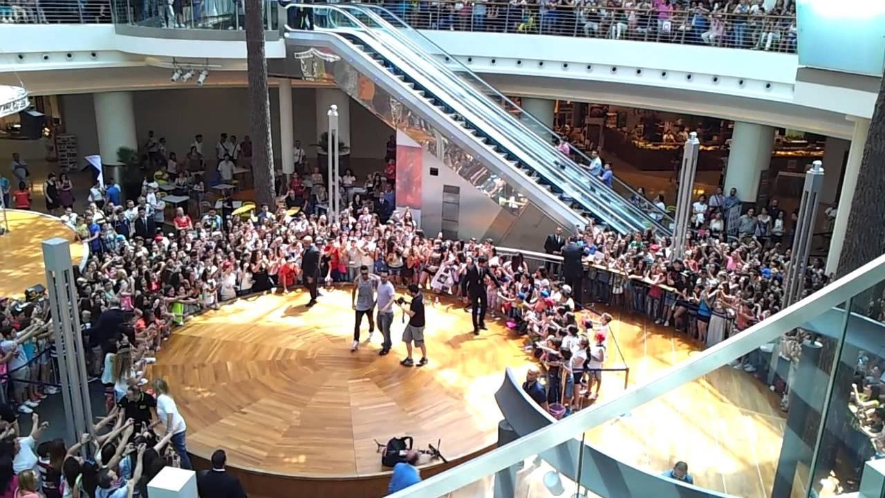 Emis killa al centro commerciale campania - YouTube