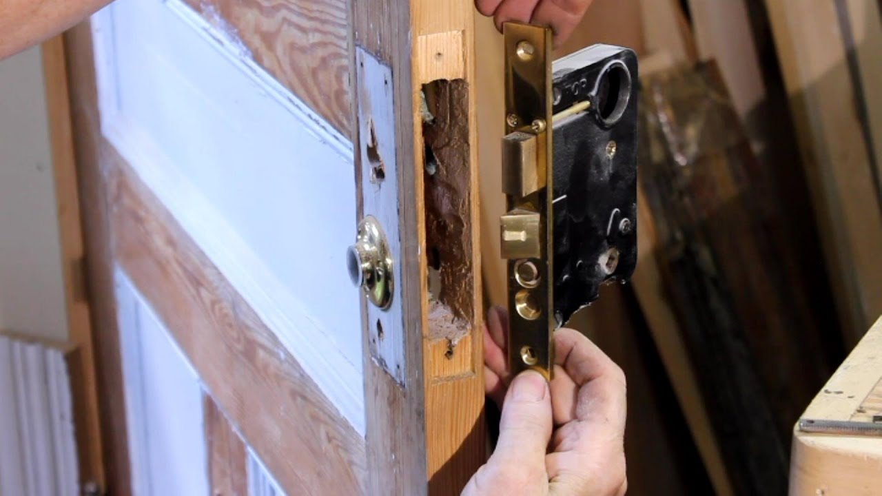 How To Remove a Mortise Cylinder Lock Set From an Entrance Door ...