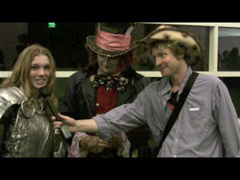 Comic Con 2010 Mad Hatter and and Alice Comic Con Interview In Character