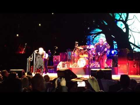 Fleetwood Mac – Rhiannon (Cologne, Ger, October 6th 2013)