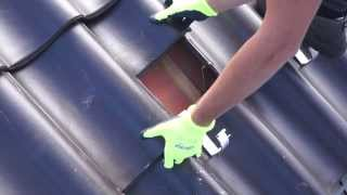 Montage zonnepanelen schuin dak door Westland Zonnepanelen/Durasense