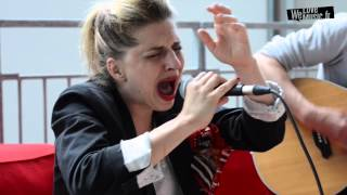 Amandine Bourgeois : Love me please love me (Reprise de Michel Polnareff, version acoustique HD)