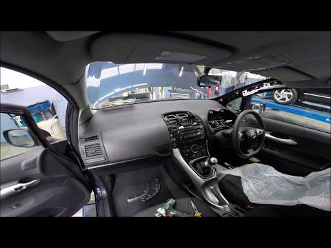 Toyota Auris 2010 Top Dash Romoval
