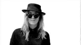 Black Swan Fashion - minimalistisk dansk designet modetøj med et twist Thumbnail