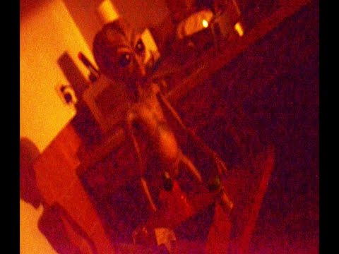 WARNING! UFO Sightings ALIEN STALKS L.A. APARTMENT!!? Citizens Call IN 2016!!