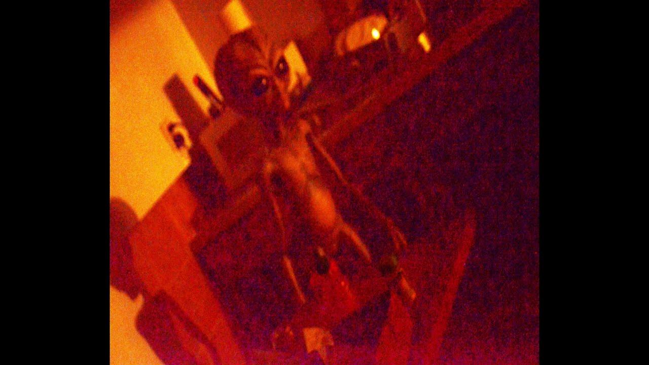 warning! ufo sightings alien stalks l.a. apartment!!? citizens