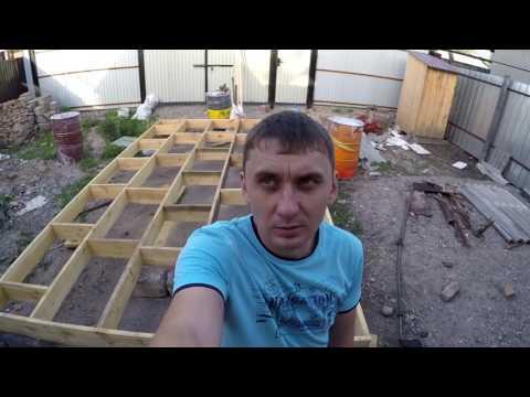строим плот для сплава по реки Или Алматы