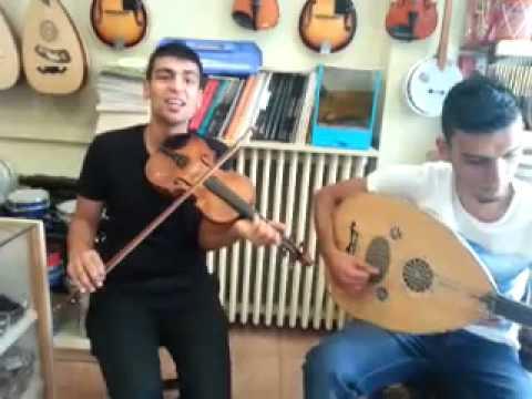 ankara kızılay  sokak müzisyenleri grup şenlendirici doğan ve özgürden kışmasalı ud ve keman şov