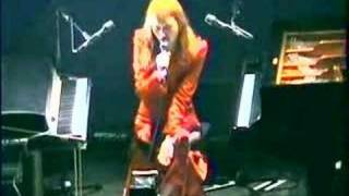 Tori Amos-Philadelphia-10-13-01 =11-Me And A Gun