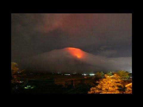 Thousands evacuated as Philippine volcano nears eruption