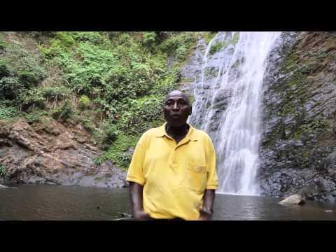 Togo Rencontre avec un guide à la cascade d'Aklowa / Togo Guide at Aklowa cascade