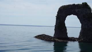 奥尻島 鍋釣岩 海が青い