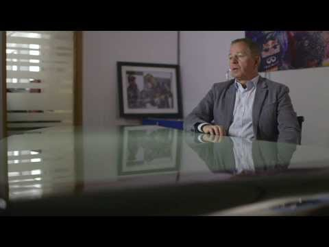 #4F1fans: Martin Brundle looks back on the 2013 Formula One season with Infiniti Red Bull Racing
