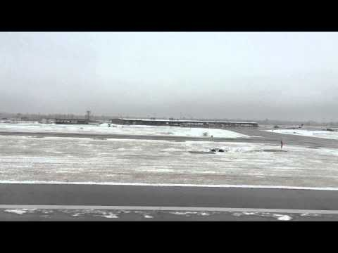 Snowy landing at Bill and Hillary Clinton National Airport (LIT)