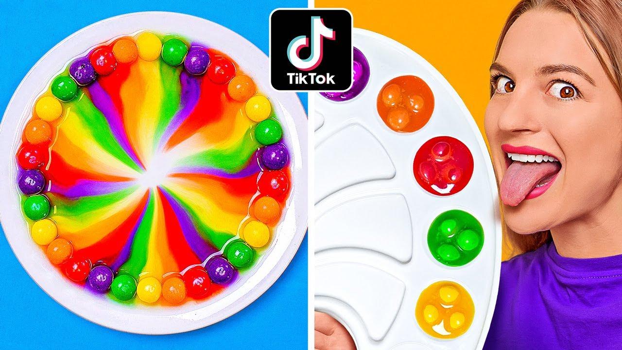 MENCAMPUR 10.000 SKITTLES || Pelangi Skittles Raksasa! Eksperimen! 100 Lapis oleh 123 GO! CHALLENGE