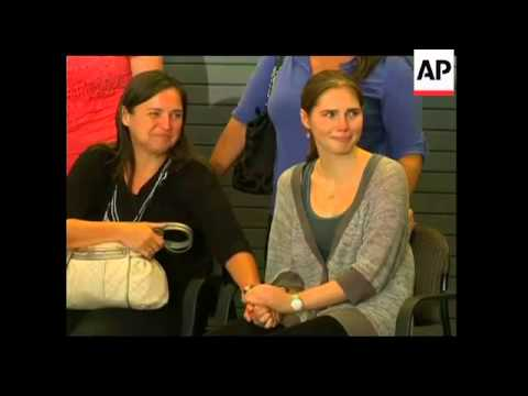 Amanda Knox arrives back in Seattle;  news conference