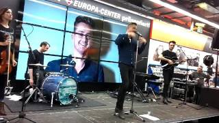 "Tom Chaplin - Mini-Gig + Autogrammstunde ""The Wave"" (Europacenter Berlin, 17.10.2016)"
