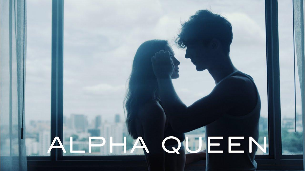 die lochis alpha queen offizielles video youtube. Black Bedroom Furniture Sets. Home Design Ideas