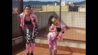 Madre e hija bailando despacito!! 😍😍